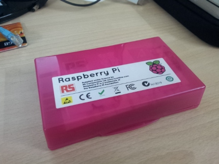 It indeed comes in a box which is the colour of raspberries.